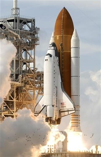 US-SPACE-SHUTTLE-ATLANTIS-LAUNCH
